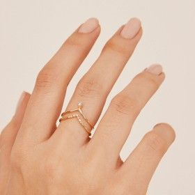 Vivi gold ring hand