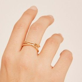 Tangled gold ring hand