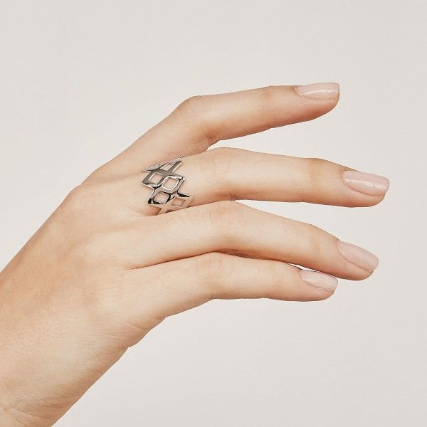 King silver ring hand 2