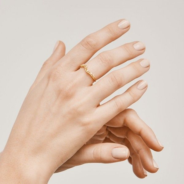 Brighty gold ring hand 1