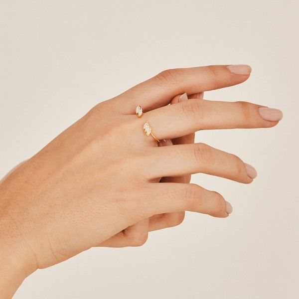 Jo gold ring hand 2