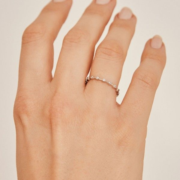 Dotty silver ring hand