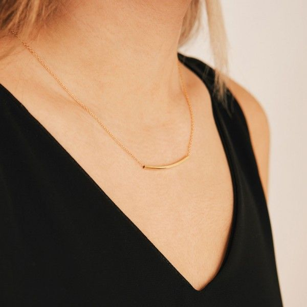 Pam gold necklace detail