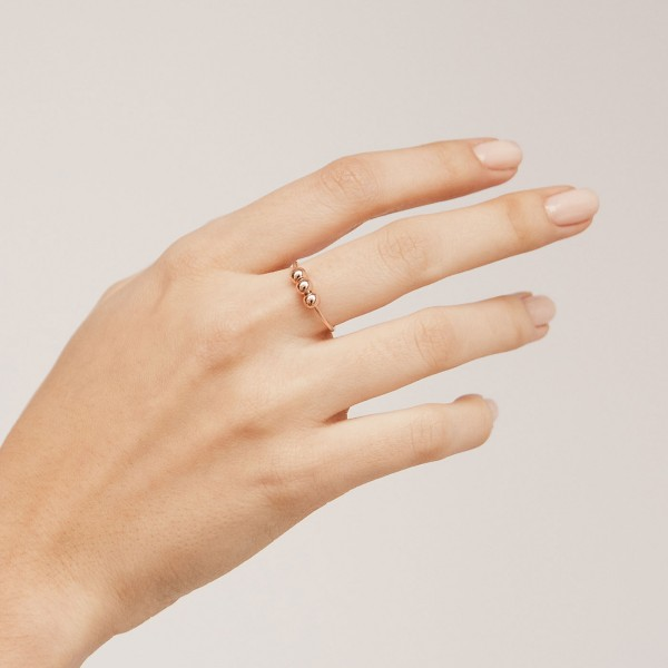 Hoola rose gold ring hand