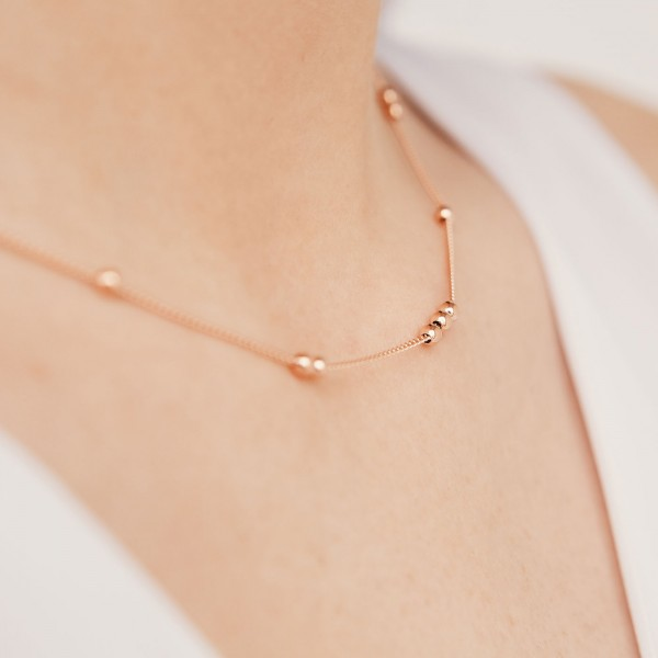 Robin rose gold necklace detail