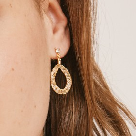 Brilla gold earrings detail