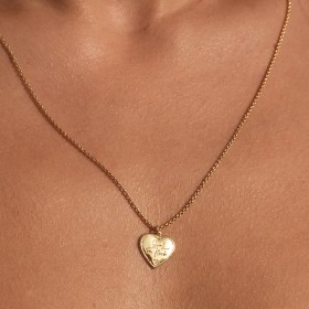 Vintage heart necklace detail