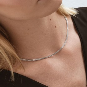 Silver texture thin chain girl
